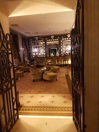 San Clemente Palace Kempinski: Entrance to bar