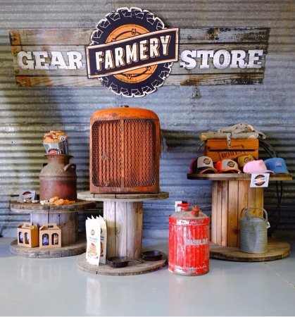 Neepawa, Канада: Farmery Gear Store