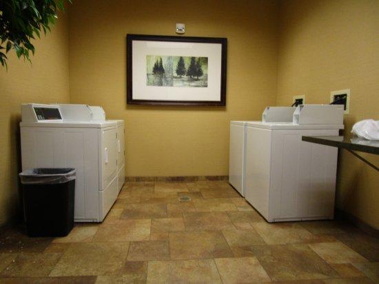 Hampton Inn & Suites Coeur d'Alene: Guest Laundry