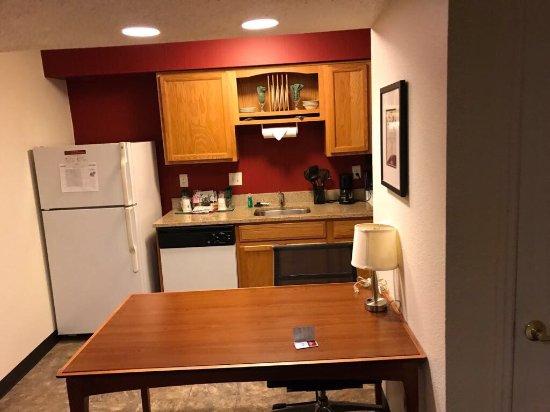 Hawthorn Suites by Wyndham St. Louis Westport Plaza: photo2.jpg