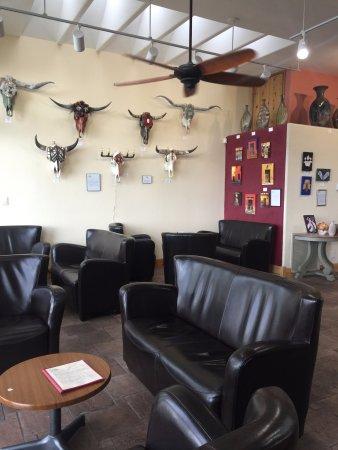 Jerome, AZ: Nice design tasting room