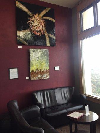 Jerome, AZ: Tasting room with window view
