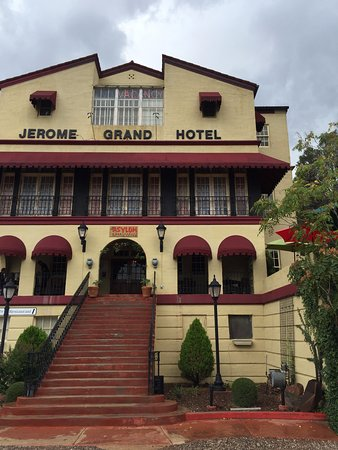 Jerome Grand Hotel, Can you see (NO)VACANCY neon sign at the top window