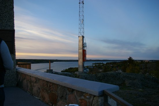 Embleton House Bed and Breakfast: The Pilot's Monument View, of Great Slave Lake and City of Yellowknife, NT