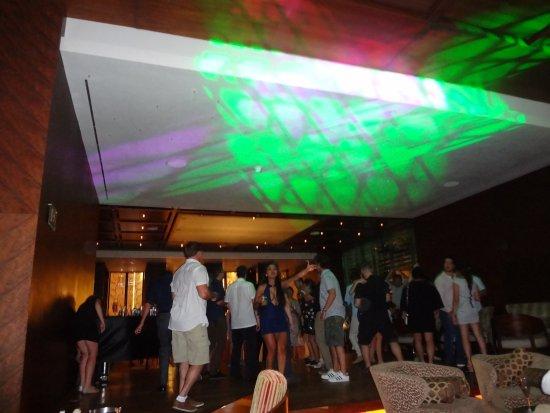 Secrets The Vine Cancún: Red Vine Piano Bar