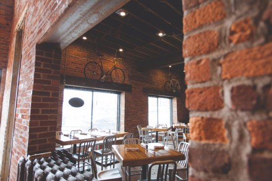 St. Nicholas Brewing Company: Dining room