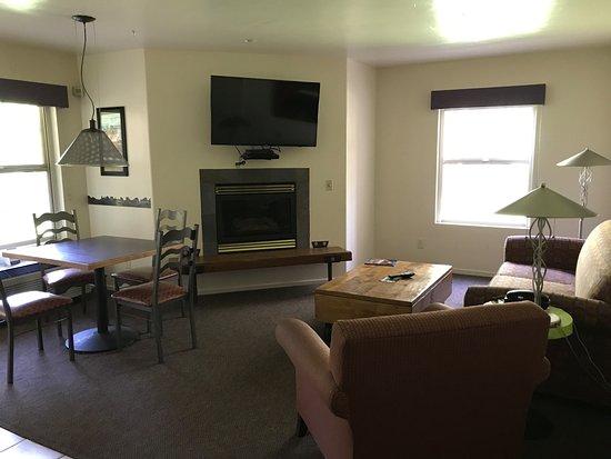 The Gonzo Inn: Front room