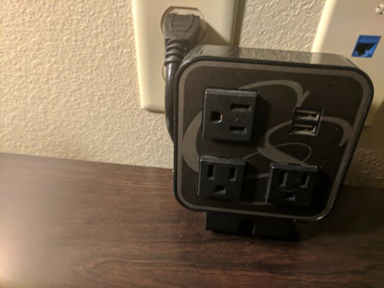 McDonough, Gürcistan: I always love seeing charger ports. Wish they had them by the bed.