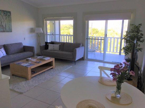 Sunshine Coast, ออสเตรเลีย: Suite 2 living room