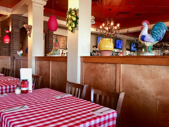 Hays, KS: Cloth checkered tablecloths, ceramic roosters--cozy feel