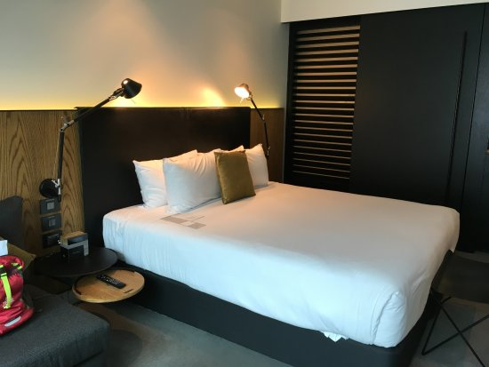 Super comfy bed picture of skycity grand hotel auckland for Comfy hotels resorts