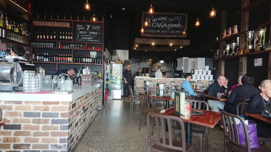 North Ryde, Avustralya: Bar, Wood-fire oven and tables in Verace Pizzeria
