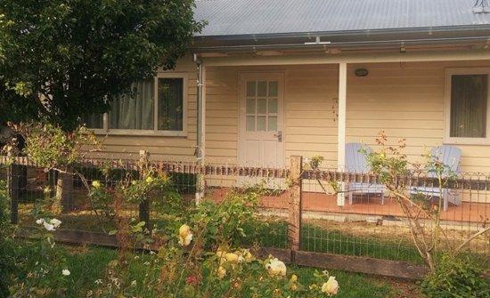 Mole Creek, Australia: Outside Cottage Garden Room