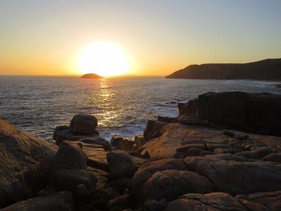 Albany, Australien: Sunset near Nature's Bridge