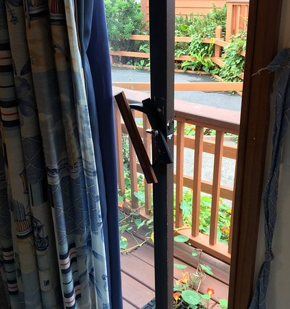 Smith River, CA: In operable 'emergency exit', otherwise known as sliding glass door off bedroom