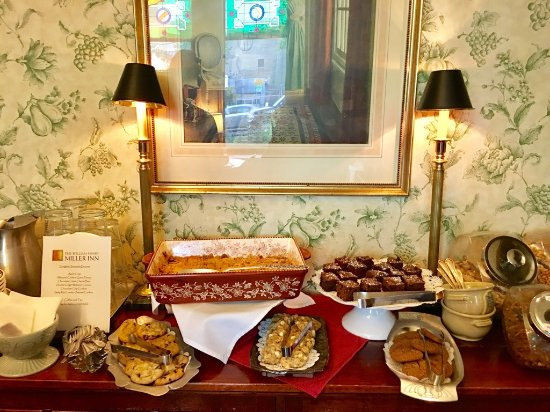 The William Henry Miller Inn: Evening desserts. ALL were fresh made and still warm when we returned from dinner!