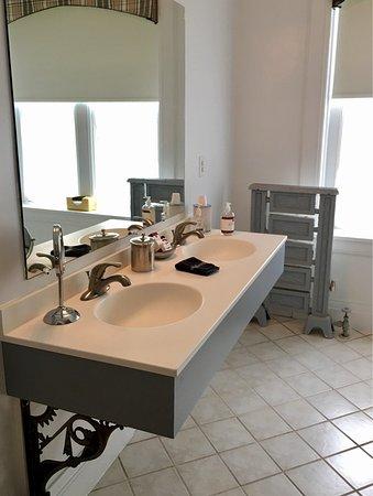The William Henry Miller Inn: Dane's Room Bathroom