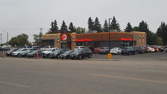 Neepawa, Kanada: Fantastic food, staff, service and atmosphere. This place is second to none. Boston Pizza is alw