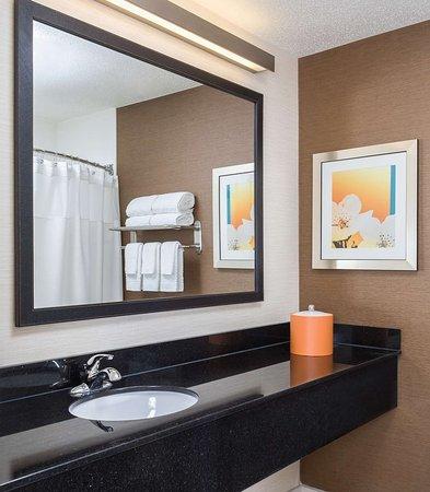Lafayette, Indiana: Guest Bathroom