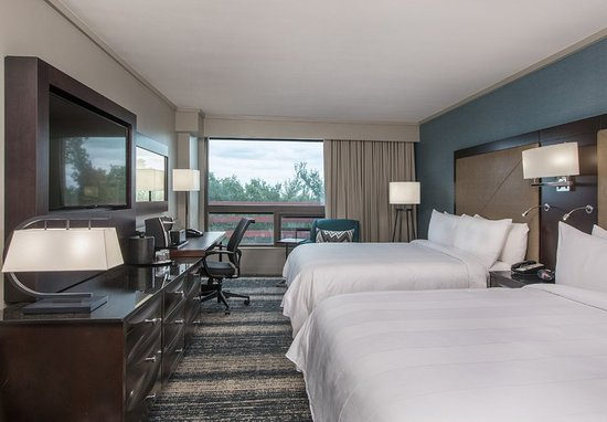 Burlington, MA: Queen/Queen Guest Room