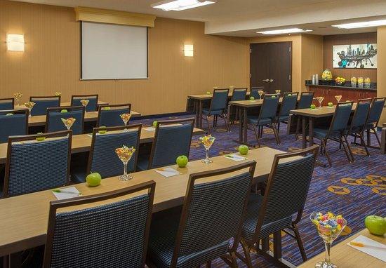 Courtyard Dallas Addison/Midway: Addison Meeting Room – Classroom Setup