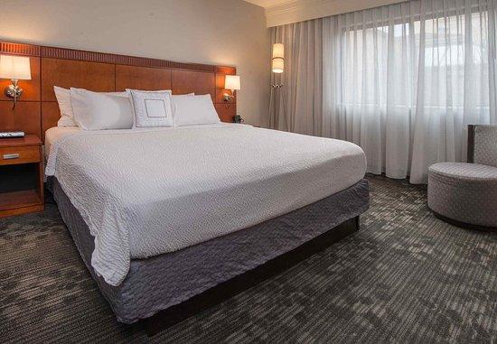 Fairfax, VA: King Suite Bed