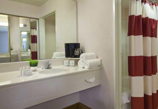Englewood, CO: Guest Bathroom