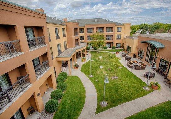Moorhead, MN: Outdoor Courtyard