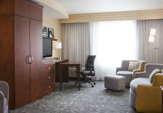 Ankeny, IA: Guest Suite - Living Area