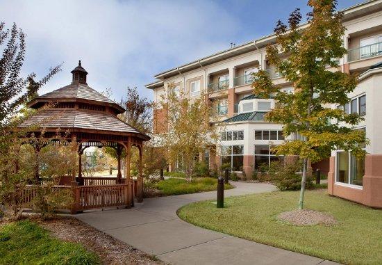 Fort Smith, أركنساس: Courtyard Gazebo & Grounds