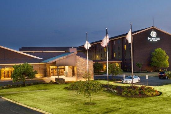 Collinsville, IL: Hotel Exterior