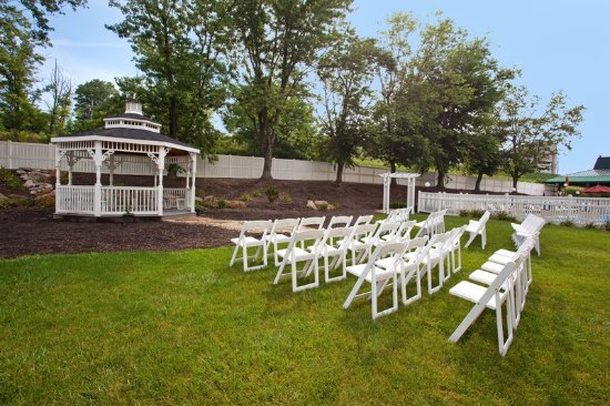 Washington, Pensilvania: Outdoor Wedding Ceremony