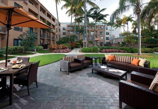 Miami Lakes, FL: Outdoor Patio