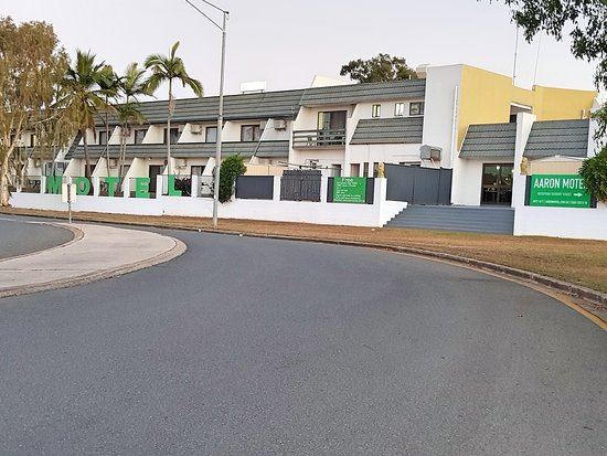 Gladstone, Australia: All rooms have Balconys ample street parking for large vechiles