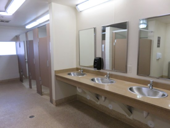 Mary's Lake Campground: Women's restroom