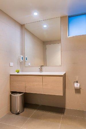 Argosy Motor Inn Devonport: Suite Rooms Bathroom