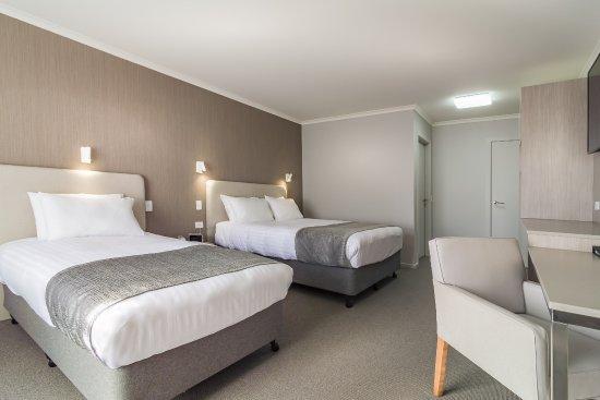 Argosy Motor Inn Devonport: Family Suite Main Room