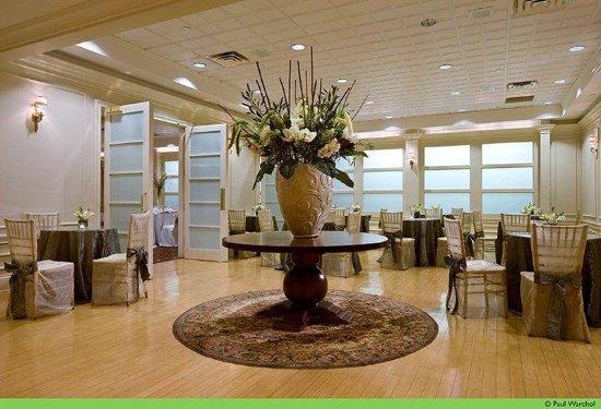 New Rochelle, NY: Empire Ballroom Foyer