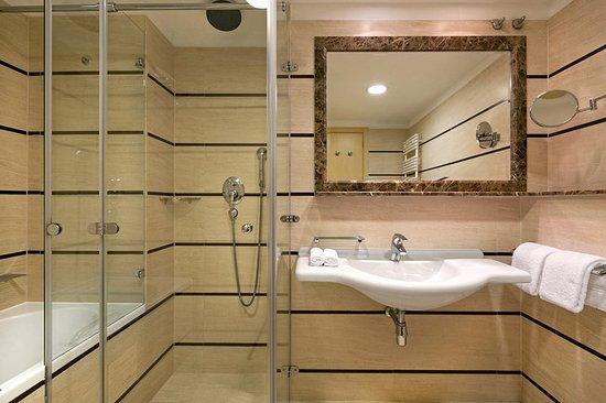 Podstrana, Kroatien: Standard bathroom