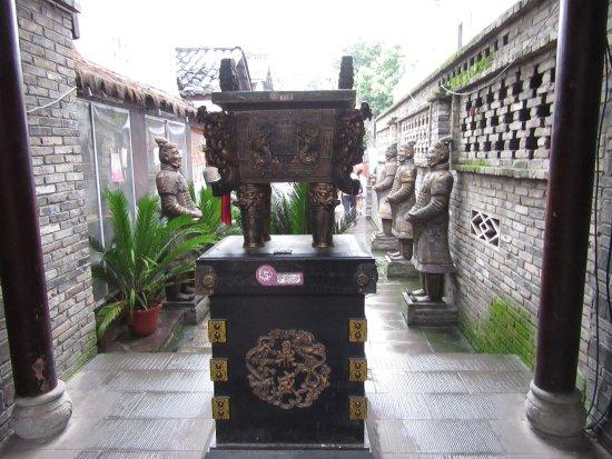 Shuangliu County, Китай: Hidden tourist booking shops.