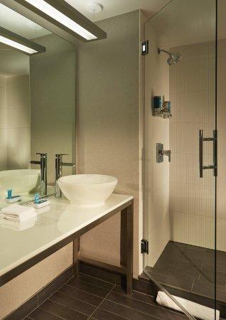 Cupertino, Kaliforniya: guest bathroom