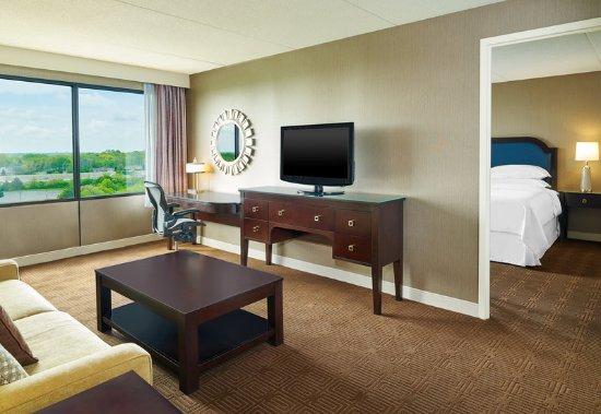 Lisle, IL: Guest Suite