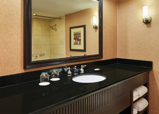 Lisle, IL: Guest Bathroom