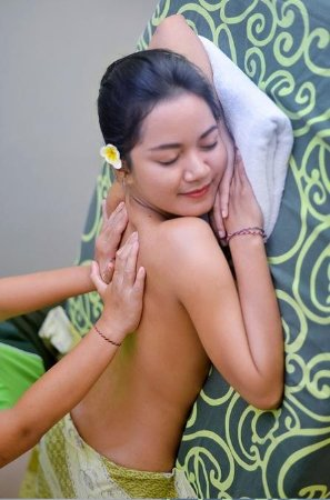 3 Hours Relaxing Spa Treatment including Hotel or Airport Transfer