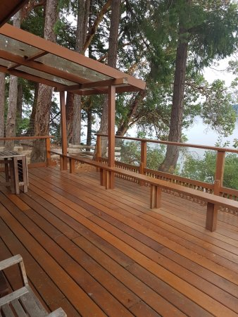Ford's Cove Marina Waterfront Cottages: Private deck