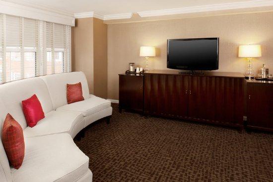 Morristown, NJ: Presidential Suite - Living Room