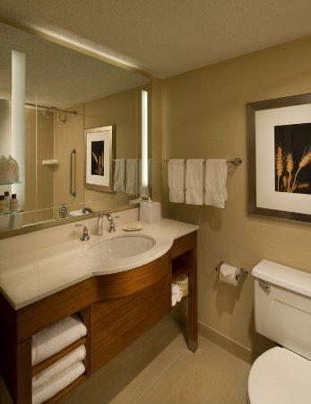 Iowa City, IA: Guest Room Bathroom
