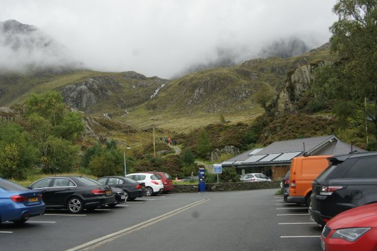 Bethesda, UK: Clouds engulf the slopes above Llyn Ogwen