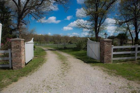 Μάρσφιλντ, Μιζούρι: The entry gates to Your Relaxation Destination.