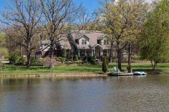 Μάρσφιλντ, Μιζούρι: View from across the lake.
